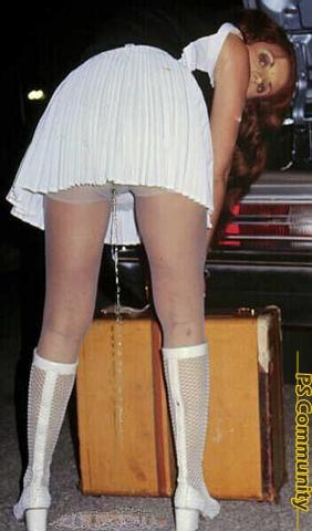 Peeing wearing skirts video